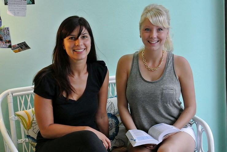 オーストラリアで働いているというイタリア(左)とドイツ(右)の女性客